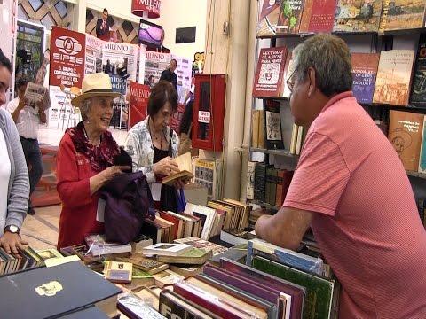 Elena Poniatowska, de compras en la Filey