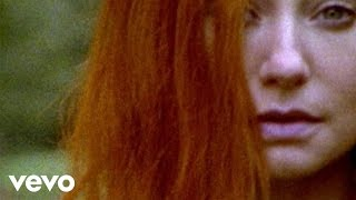 Watch Tori Amos Welcome To England video