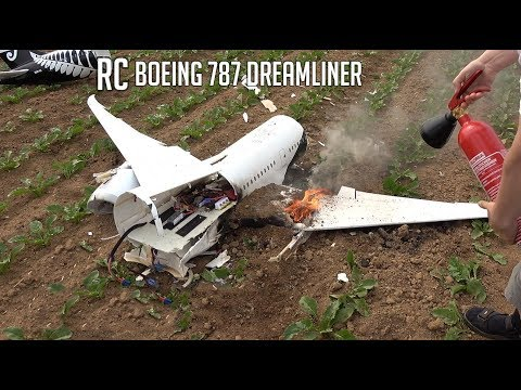 BRUTAL CRASH, The last flight of my new RC Boeing 787
