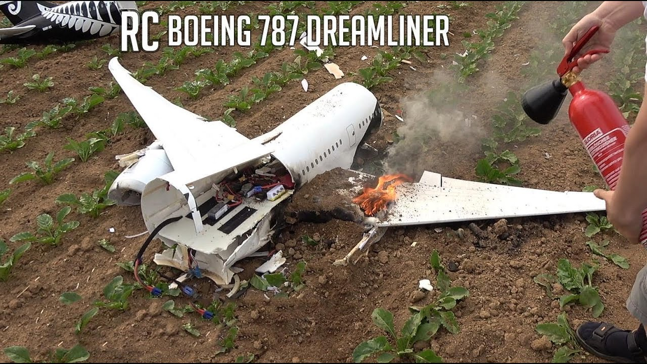 Replica of Air New Zealand 787 suffers 'brutal crash