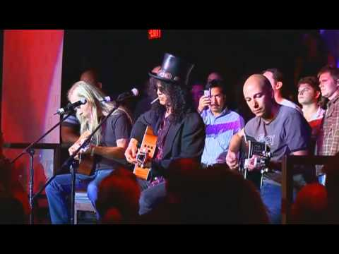 "Slash, Tom Morello & Jerry Cantrell perform ""Wish You Were Here"""