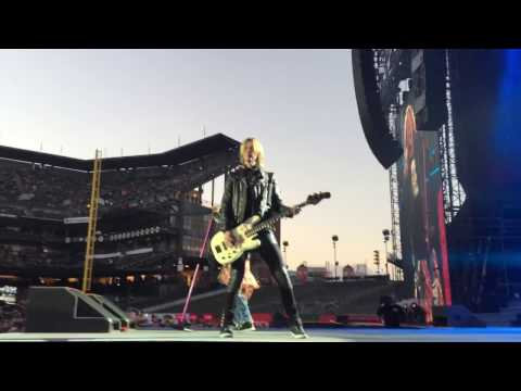 Guns N Roses - Open The Show With It's So Easy And Mr. Brownstone - San Francisco
