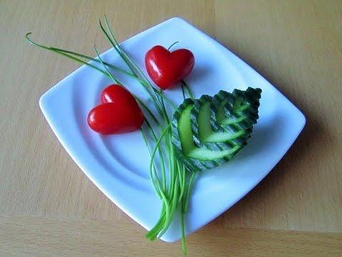 salat verzierung aus tomaten und gurke youtube. Black Bedroom Furniture Sets. Home Design Ideas