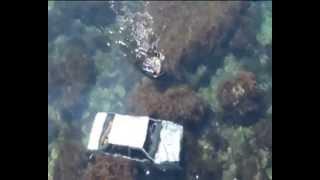 МЧС Севастополя достало улетевший с обрыва в море автомобиль