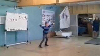 Танец с элементами хип-хопа, электро-дэнс, дап-степа, хаос. Парнишке 10 лет