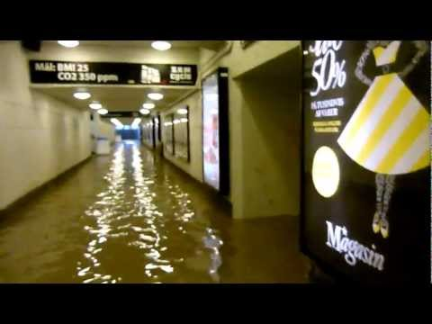 FLOODING ELEVATOR in a tunnel full of water