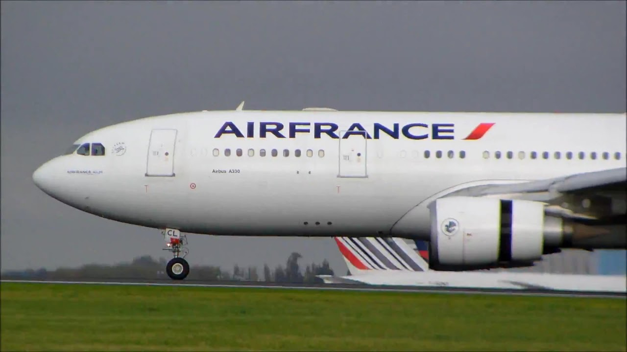 airbus a330 200 air france landing at paris roissy charles de gaulle airport youtube. Black Bedroom Furniture Sets. Home Design Ideas