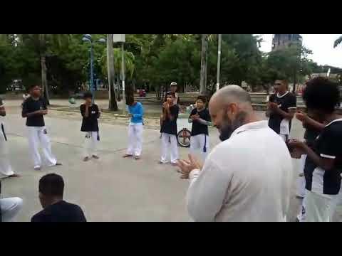 Roda do grupo capoeira Asa Branca no treze de maio....