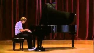 リバー・フェニックス - 映画「旅立ちの時」で実際にモーツァルトを弾く