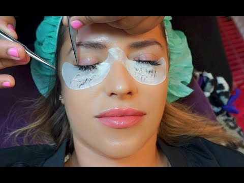 GETTING LASH EXTENSIONS!