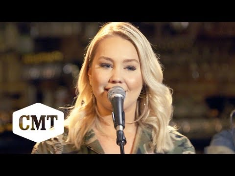 "RaeLynn Performs ""Camo"" 