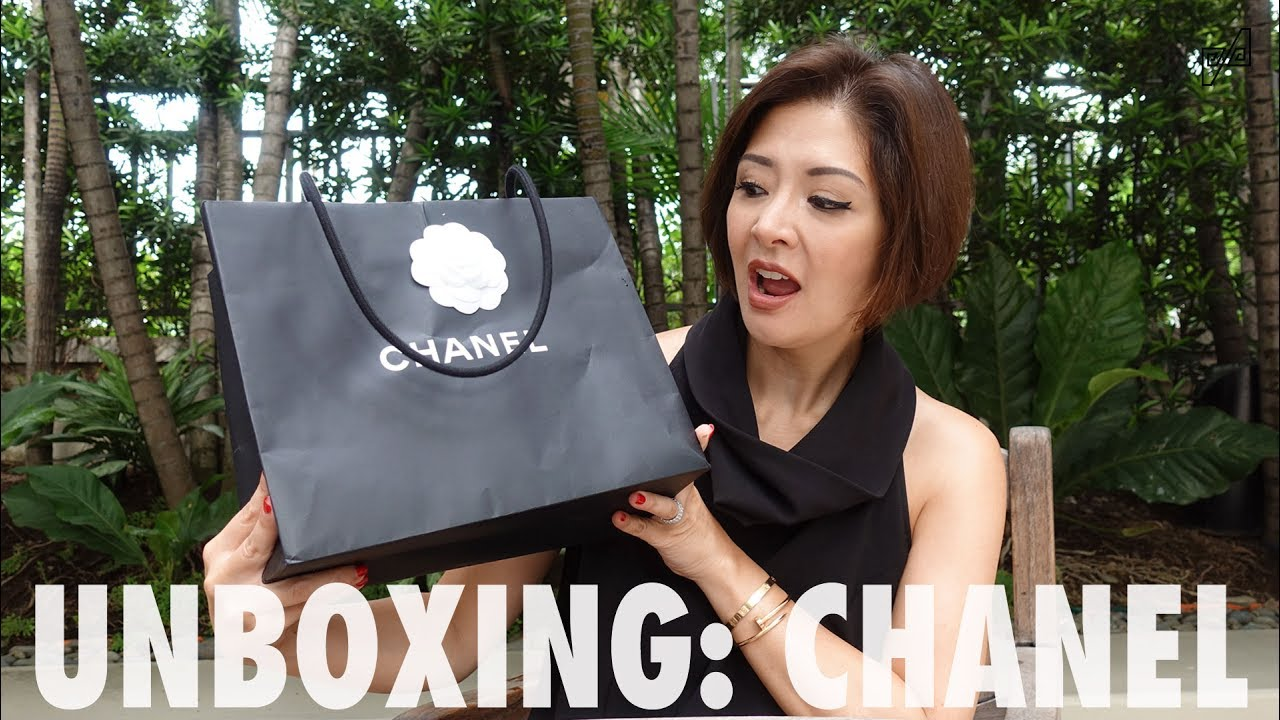 8f9d03001165a7 UNBOXING: CHANEL SO BLACK MINI RECTANGLE FLAP - YouTube