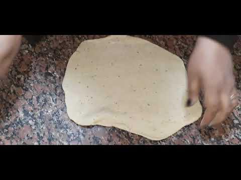 صورة  طريقة عمل البيتزا طريقه عمل البيتزا بألذ الاطعمه😋😋😋 طريقة عمل البيتزا من يوتيوب