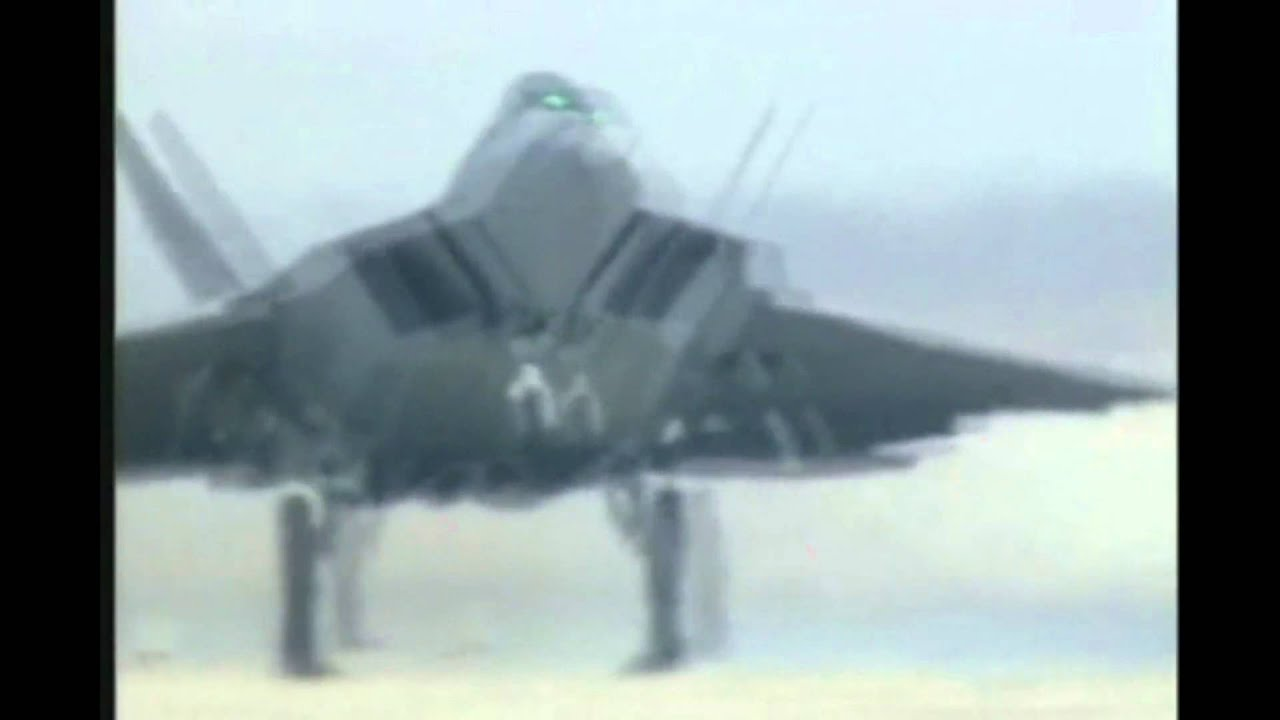 Eurofighter Typhoon vs F-22 Raptor - YouTube