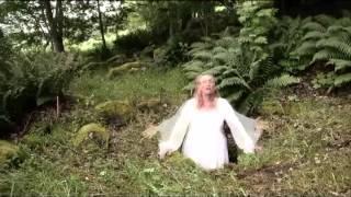 """""""Källan talar"""" från Grågyllings album: """"Källflöde - sånger från mark och vatten"""""""
