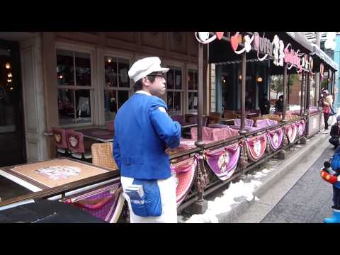 Tokyo DisneySea street performer