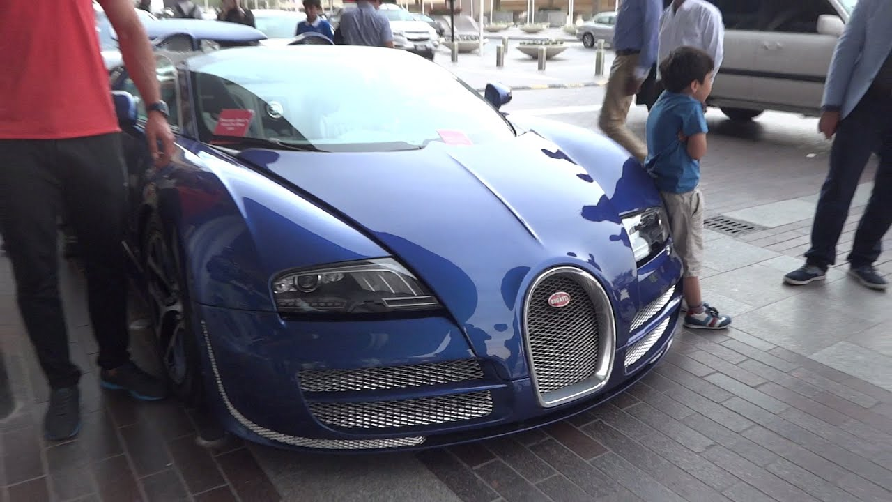 bugatti veyron super sport at dubai mall youtube. Black Bedroom Furniture Sets. Home Design Ideas