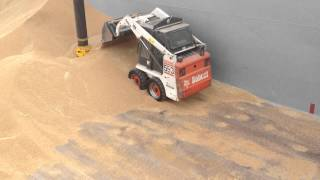 Déchargement de céréale dans une barge ISO 9002
