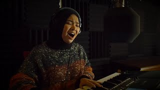 Download Video HIGHER - RIHANNA (COVER BY AINA ABDUL) MP3 3GP MP4