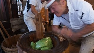 Japanese street food   Ultra High Speed Pound Steamed Rice(Pounding Mochi)