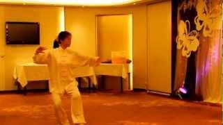 游振芳太極聯歡晚宴2012 - 吳志芬師傅表演40式太極拳