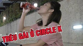 Thử thách uống bia đường phố  thanh niên cơ hội hôn trộm gái xinh