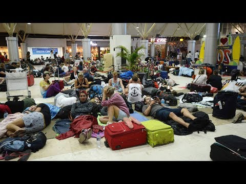 Many Tourists Stranded At Lombok Airport Waiting To Leave After Indonesia Earthquake