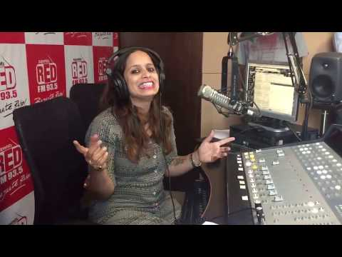 RJ Shruti Live RED FM 93.5 Pune studio with Comedian Sunil Pal HD 2017
