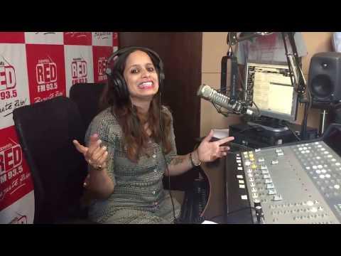 RJ Shruti  RED FM 935 Pune studio with Comedian Sunil Pal HD 2017