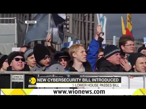 Thousands of Russians protest against 'restrictive' internet on Moscow streets