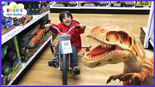 Repeat youtube video TOYS HUNT at Toys R Us Ryan ToysReview! Giant Life Size Dinosaur kids toy store! Family Fun Trip