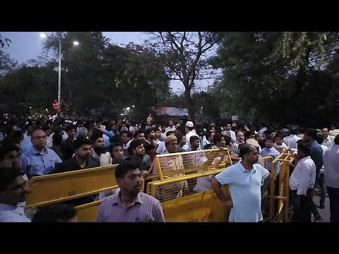 AMU 20k+ Students and Teachers Human Chain going to DM office for Justice