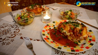 Суботня кухня: готуємо фаршировану сиром курячу грудку та салат