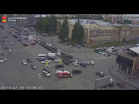 Столкновение на перекрестке Гоголя и Красного проспекта