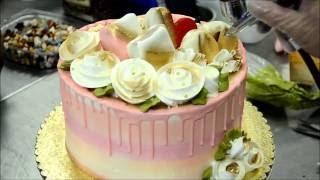 Украшение тортов | Украшение торта c розами из белкового крема(Видео урок о том, как украсить торт розами из крема в домашних условиях. Вместе будем экспериментировать,..., 2016-08-23T12:03:35.000Z)