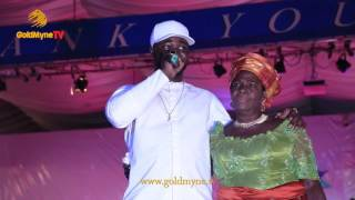 HARRYSONG SHEDS TEARS AS HE TESTIFIES WITH GRANNY AT THE #ONEDELTA PEACE CONCERT