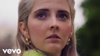 Смотреть клип Emily Burns - I Love You, You'Re The Worst