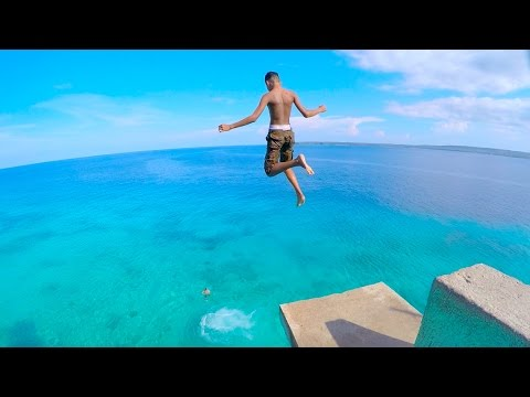 SIQUIJOR ISLAND Philippines - CLIFF JUMPING into CRYSTAL CLEAR WATER