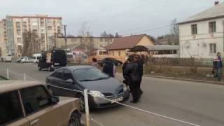 Жители города Новомосковска заплевали местных депутатов
