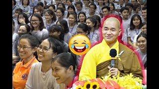 Thầy Thích Thiện Xuân thuyết pháp hài hước khiến cả hội trường cười té ghế