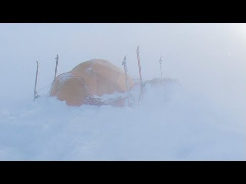 Katabatic winds and storm in the polar icecap - Penny Icecap 2009 expedition