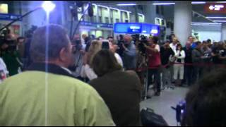 Paweł Wojciechowski na lotnisku w Warszawie