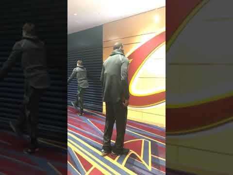 Cedi Osman, LeBron James'in dansını izlerken utanıyor :)
