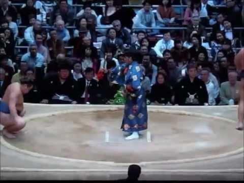 大相撲・行司 木村玉光(16代)...