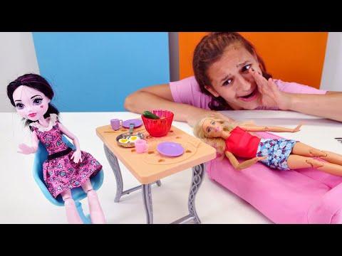 Кукла Дракулаура пришла в гости к Барби. Видео для девочек: Монстр Хай