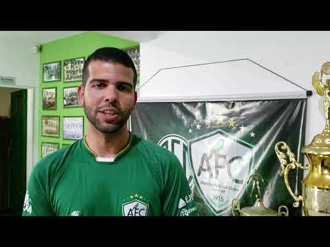 Novo técnico do Alecrim tem 26 anos e licença até da UEFA
