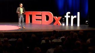 Gambar cover Indringende oproep aan Nederland en Friesland op TEDxFryslan door dagvoorzitter Edo van Santen