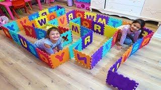 Öykü ve Masal Renkli Harflerden Labirent Yaptı! Öykü and Masal pretend play with Maze Funny Kids