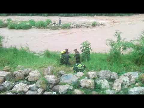 Así fue el rescate de tres venezolanos atrapados por el río en Cúcuta