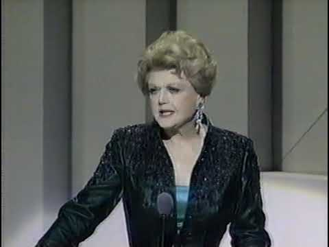 ANGELA LANSBURY DUCES HONOREE BETTE DAVIS  10th KENNEDY CENTER HONORS, 1987
